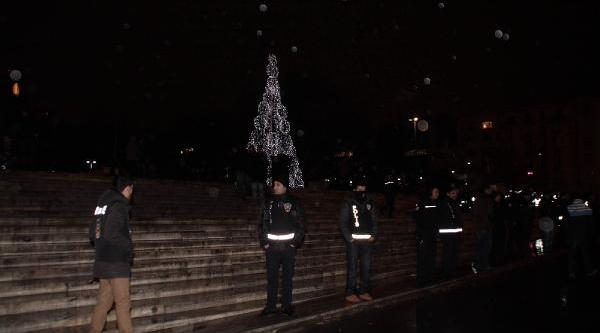 Gezi Parki Kapatildi