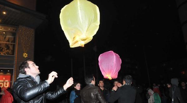 Gezi Parki Protestolarinda Ölenler Için Gökyüzüne Dilek Fenerleri Birakildi