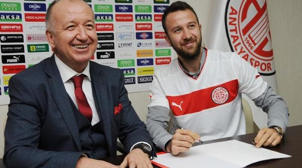 Giray Kaçar, Antalyaspor Ile Anlaşti