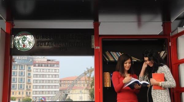 Giresun Belediyesi'nin Sokak Kütüphanesi Ilgi Gördü