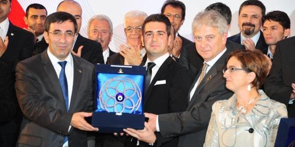 Girişimci Yüz Firma Ödüllerini Aldi