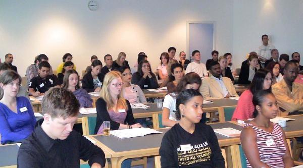 Göçmen Gençler Lisede Danimarkalılar'dan Daha Başarılı