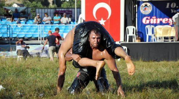 Gökbel'de Başpehlivan Osman Aynur