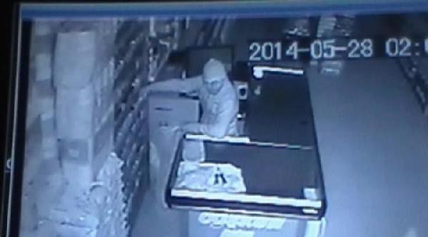 Göksun'da Hırsızlık Anları Güvenlik Kamerasında