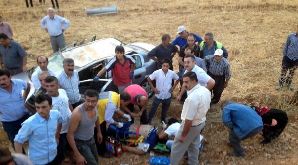 Göksun'da Otomobil Tarlaya Devrildi: 2 Yaralı