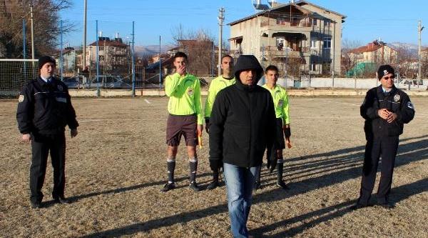Gol Sayilmadi, Belediye Başkani Hakemle Tartişti