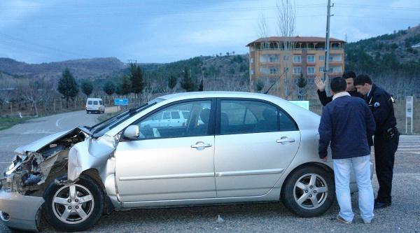 Gölbaşı'nda Traktör İle Otomobil Çarpişti: 2 Yaralı
