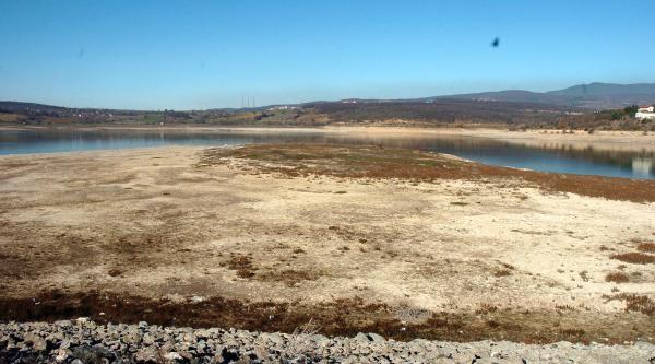 Gölette Sular Çekildi