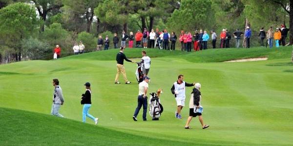 Golf Turnuvasina Yağmur Rötari (2)