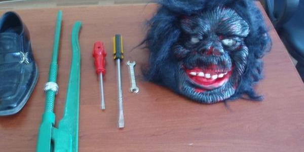 Goril Maskeli Hirsiz Yakalandi