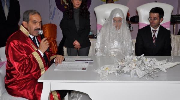 Görme Engelli Çift, Dünya Engelliler Gününde Evlendi