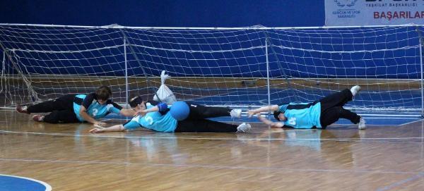 Görme Engelli Sporcular Goalball'de Mücadele Etti