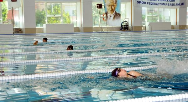 Görme Engelli Yüzücüler Alanya'da Yarışıyor