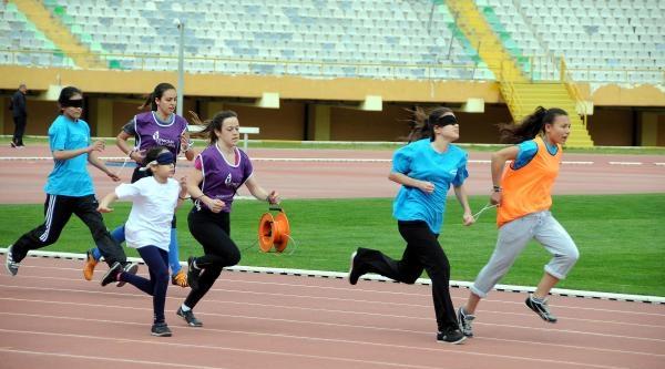 Görme Engelliler Atletizm Şampiyonasi İzmir'de Başladı