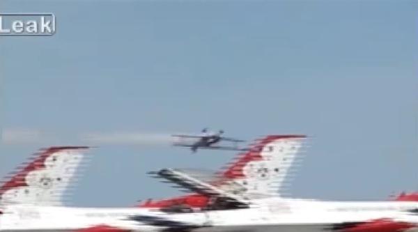 Gösteri Uçağı Ters Manevra Sırasında Böyle Yere Çakildi