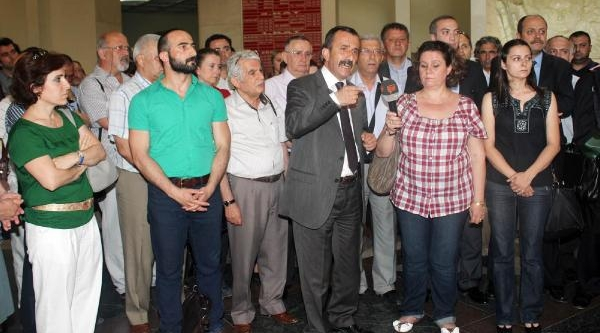 Gözaltilari Protesto Eden Avukatlarin Soruşturmasina Takipsizlik