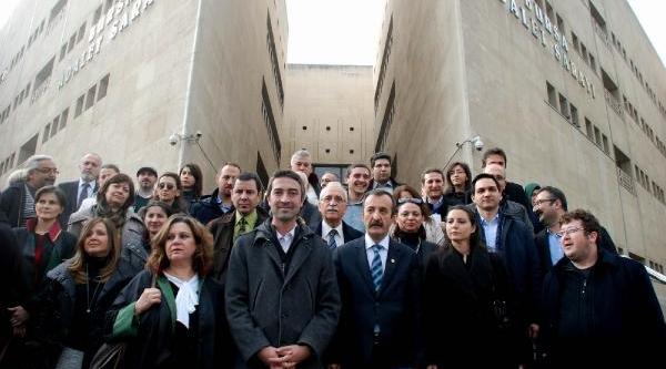 Gözaltilari Protesto Eden Avukatlarin Soruşturmasinda Takipsizlik (2)
