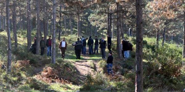 Gülsuyu'nda Ormanlik Alanda Polis Mühimmat Ariyor