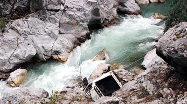 Gündoğmuş'ta Kaza: 1 Ölü, 2 Yaralı