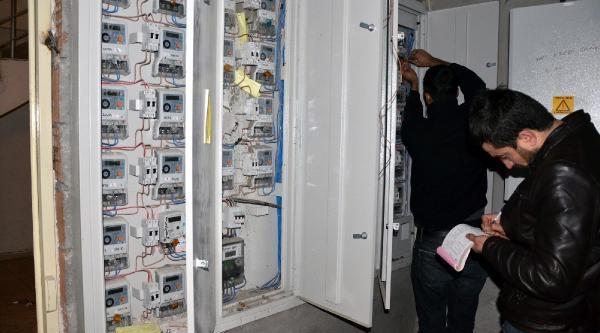 Güneydoğu'da 217 Bin Borçlu Abonenin Elektrikleri Kesilmeye Başlandi