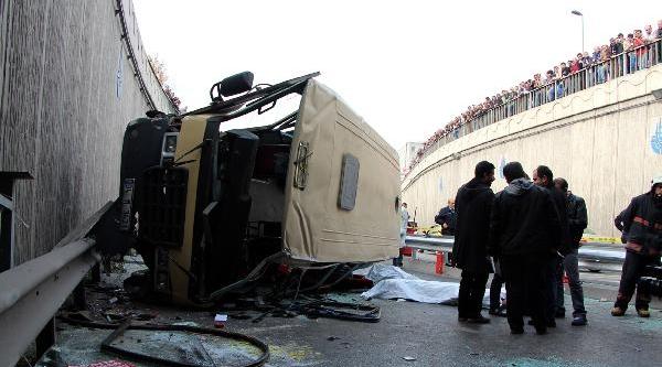 Güngören'de Yolcu Minibüsü Kaza Yapti