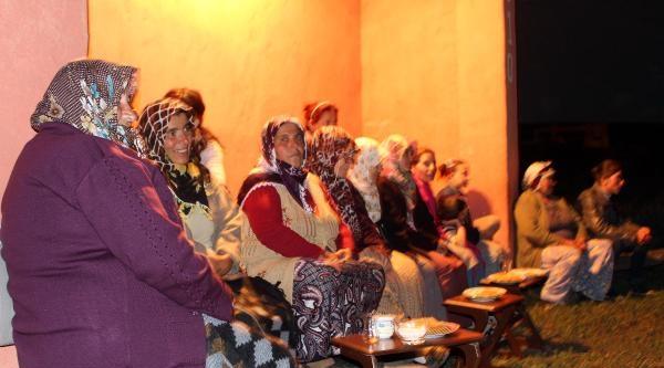 Gürçayır Köylülerinin Açık Havada Sinema Keyfi
