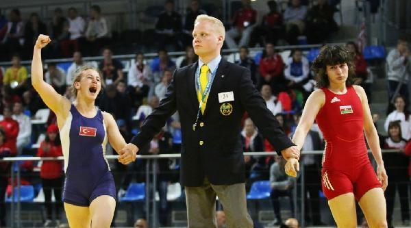 Güreşte Yıldız Kızlar İlk Günü Bir Bronz Madalya İle Tamamladı