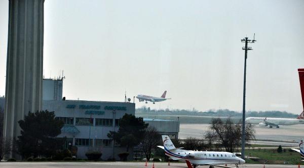 Güvenlik Nedeniyle Kırım'a İnmeyen Atlasjet Uçağı Türkiye'ye Döndü