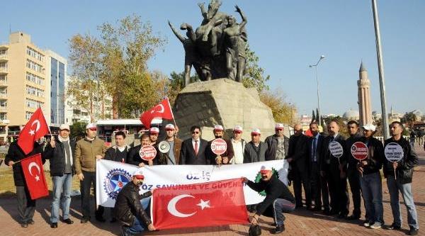 Güvenlikçilerden 'ağzi Bantli, Eli Kelepçeli' Eylem
