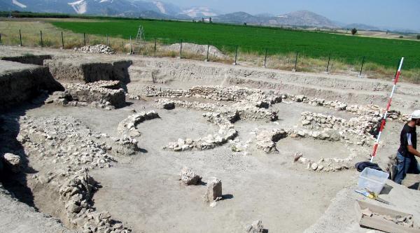 Hacılar Büyük Höyük'te Savunma Sistemi Ortaya Çikarildi