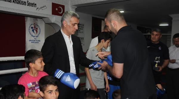 Hacıosmanoğlu Boks Eldivenlerini Taktı, Ringe Çikti