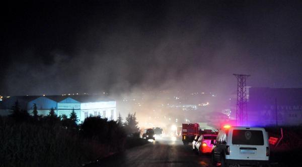Hadımköy'de Depoda Çikan Yangın 6 Saatte Kontrol Altına Alındı