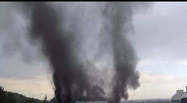 Hadımköy'de Kablo Deposunda Yangın (1)
