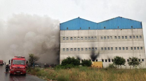 Hadımköy'de Kablo Deposunda Yangın (ek Fotoğraf)
