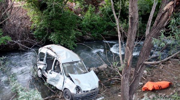 Hafif Ticari Araçla Kamyonet Çarpişti: 4 Ölü, Çok Sayıda Yaralı Var (2)