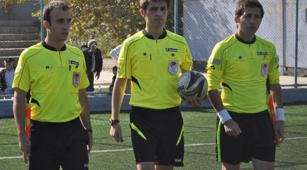 Hakem, Kirmizi Kart Gösterdiği Futbolcuyu Dövdü Iddiasi