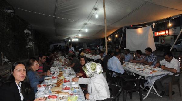 Hakkari Belediyesi İftar Çadiri Açtı