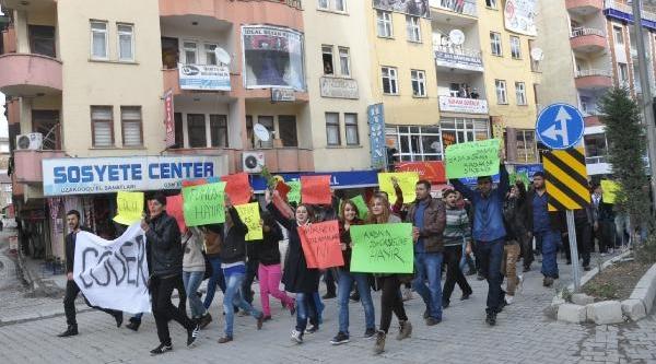 Hakkari Üniversitesi Önünde 'fuhuşa Hayir' Yürüyüşü