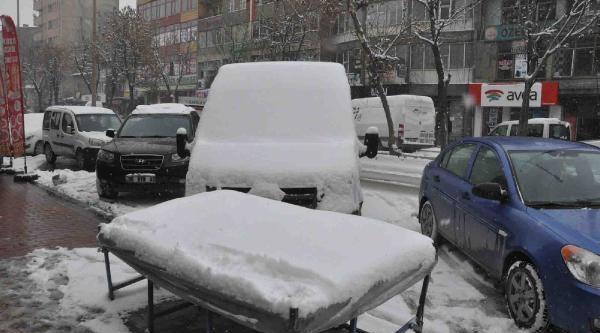 Hakkari Ve Çukurca'da Mevsimin Ilk Kari Yağdi (2)
