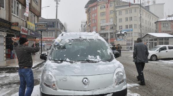 Hakkari Ve Çukurca'da Mevsimin Kari Yağdi