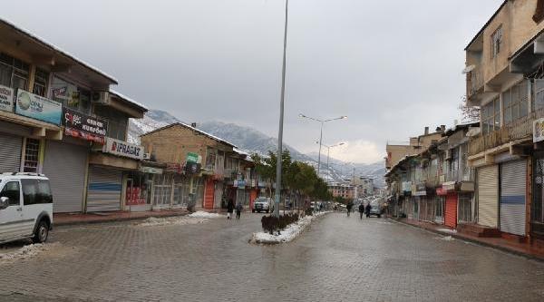 Hakkari Ve Yüksekova'da Kepenkler Kapali (2)