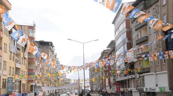 Hakkari'de Ak Parti Ve Bdp Bayrakları Bır Arada