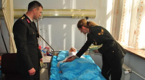 Hakkari'de Askerlerden Hasta Ziyaret