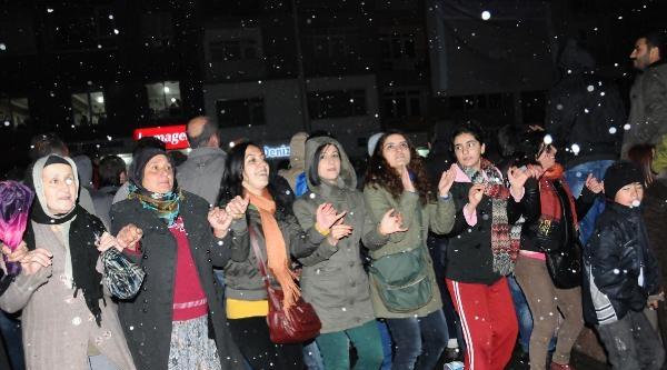 Hakkari'de Bdp Kutlama Yapıyor