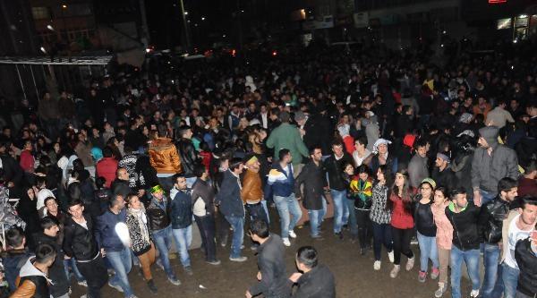 Hakkari'de Bdp Kutlama Yapıyor - Ek Fotoğraf