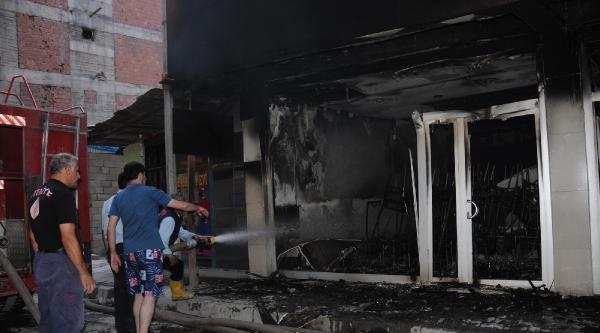 Hakkari'de Binada Çikan Yangın Korkuttu
