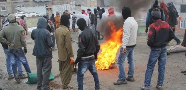 Hakkari'de göstericiler ortalığı karıştırdı!