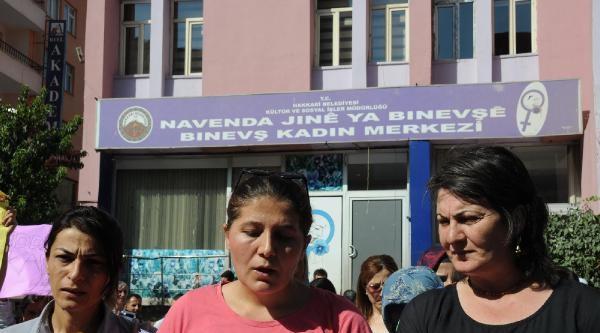 Hakkari'de Kadınlar Fuhuş Ve İntiharlara Dikkat Çekmek İçin Yürüdü