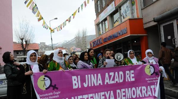 Hakkari'de Kadınlardan Cezaevindeki Kadınlara Dayanışma Kartı