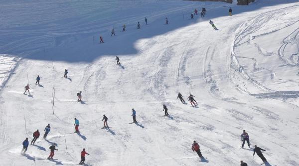Hakkari'de Kayak Heyecani Başladi